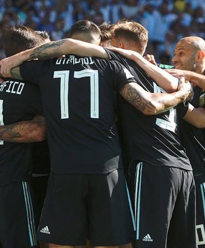 Argentina agli ottavi, ma quanta sofferenza!