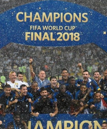 È festa Francia: i Blues alzano la coppa!